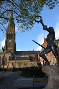 Statue of Richard III outside Leicester Cathedral